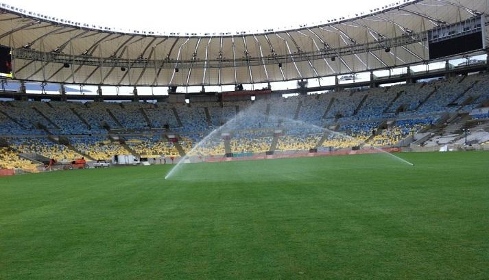 Riego en el estadio de Maracana